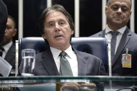 O senadorEunício Oliveira (MDB-CE) preside sessão na Casa Legislativa