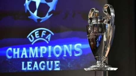 Uefa pode incluir uma prorrogação nas partidas que terminarem empatadas no número de gols somados (AFP)