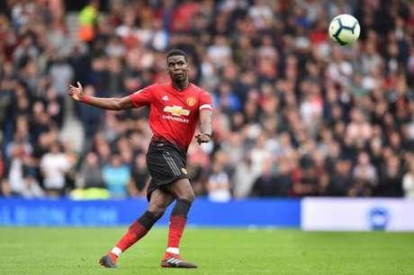 Entre as medidas, não poder contratar jogadores estrangeiros com menos de 18 anos. Pogba, com 16 anos, foi contratado pelo United, em 2009 (Foto: Reprodução)
