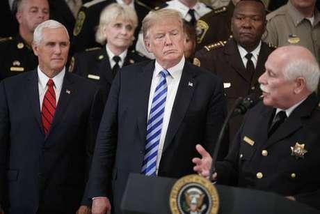 Funcionário da Casa Branca diz que Trump enfrenta resistência