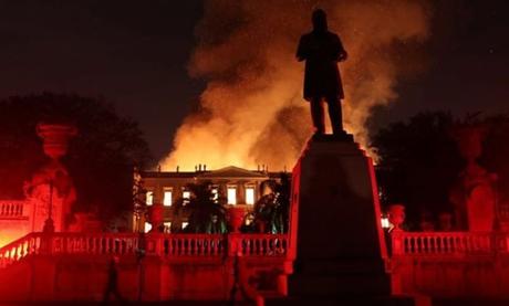 Incêndio aconteceu no domingo (2)