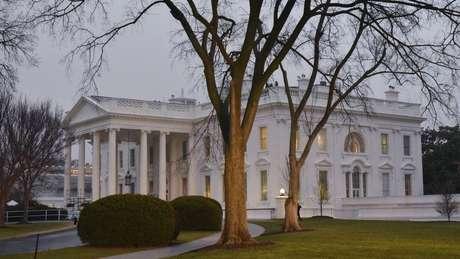 Dentro da Casa Branca há uma pressão para identificar quem escreveu o texto publicado no jornal