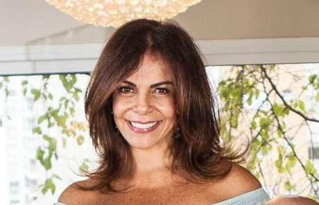 A cantoraSula Miranda.