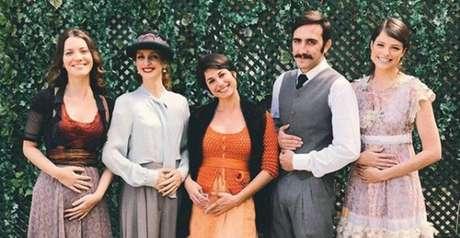 Uma das atrizes de 'Orgulho e Paixão' aparentemente está grávida – mas não se sabe quem.