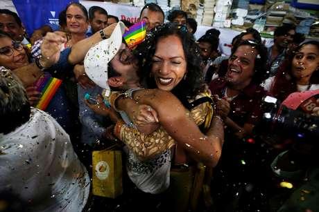 Indianos comemoram decisão judicial que derrubou a criminalização da homossexualidade