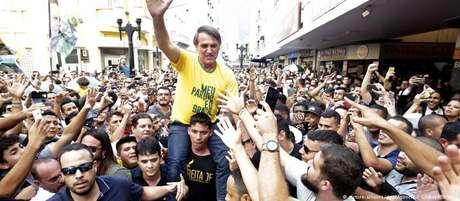 O candidato a presidente Jair Bolsonaro, em campanha nesta quinta-feira na cidade mineira de Juiz de Fora