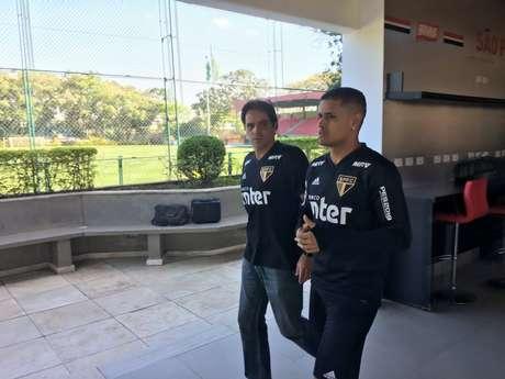 Everton foi a campo com o fisioterapeuta do São Paulo, Betinho - FOTO: Fellipe Lucena