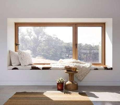 12. Escolha um lugar com bastante iluminação natural para fazer o seu cantinho de leitura – Foto: Pinterest