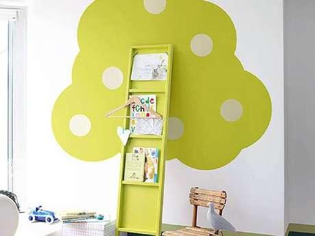 45. Faça uma decoração bem divertida e bonita no cantinho de leitura para crianças – Foto: HomeYou