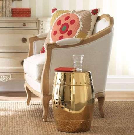 6. O seu cantinho da leitura pode ser o local mais charmoso da sua sala de estar – Foto: Living Fit Lifestyle