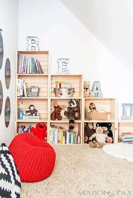 7. Utilize almofadas, tapete e puff para um cantinho da leitura no quarto super confortável – Foto: Pinterest