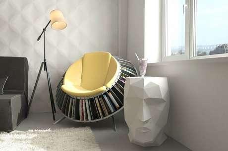 55. Decoração moderna para cantinho de leitura com poltrona com espaço para livros – Foto: Cool Chair Decoration Ideas