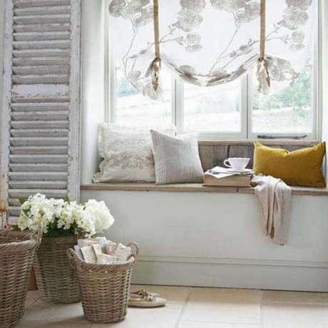 60. Decoração rústica para cantinho da leitura ao lado da janela – Foto: Freshome
