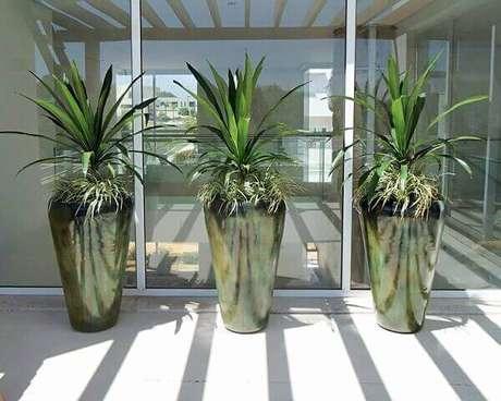 41- Composição de três vasos para varanda.