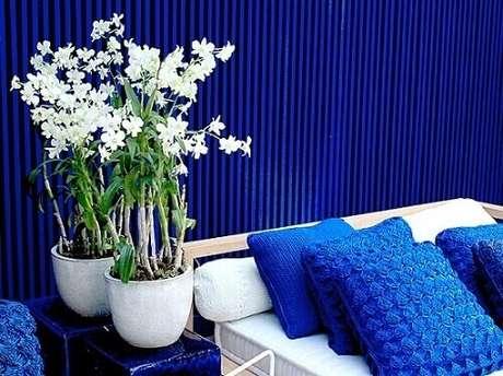 2- As orquídeas são tipos de plantas ornamentais ideais para a decoração em ambientes internos.