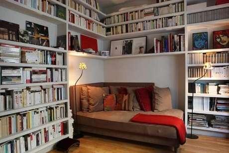 70. Prateleiras de livros para cantinho da leitura planejado – Foto: Anirudh Sethi Report