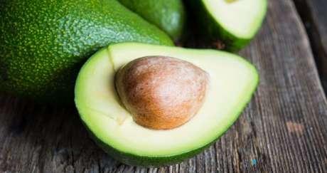 ABACATE: além de ser uma gordura boa, o abacate pode auxiliar fortemente na redução do cortisol - o hormônio do estresse - melhorando a qualidade do sono.  
