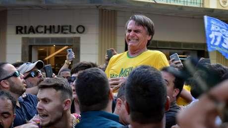Momento em que Bolsonaro foi esfaqueado