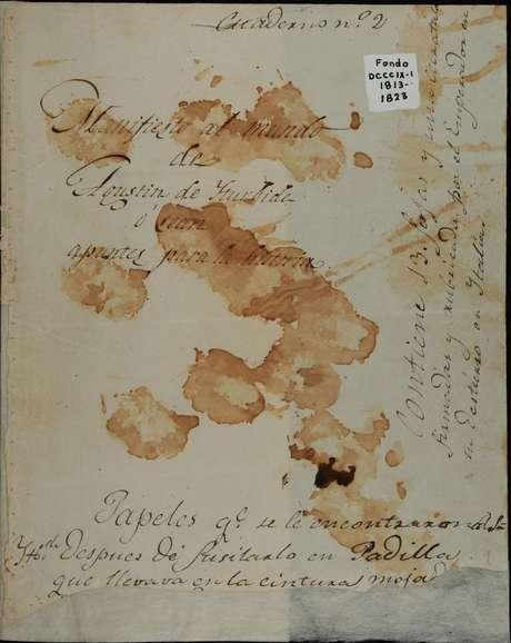 """Documento """"Declaração ao Mundo"""" ou """"Notas para a História"""" foi encontrado junto ao corpo de Agustín de Iturbide após sua execução; sangue sobre papel é do próprio Agustín"""