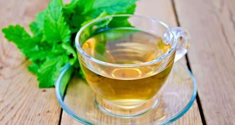 CHÁ DE MELISSA: devido a suas propriedades calmantes, o chá de melissa ajuda muito a incentivar o sono.  
