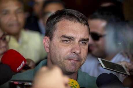 Flávio Bolsonaro em entrevista ao chegar no Hospital Israelita Albert Einstein, na zona sul de São Paulo, para onde foi transferido seu pai, o candidato do PSL à Presidência da República, Jair Bolsonaro, no dia 7 de setembro