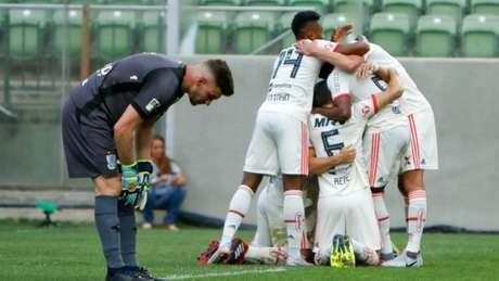 Elenco do Flamengo confia na recuperação e na disputa do título brasileiro (Foto: Felipe Correia/Photo Premium)