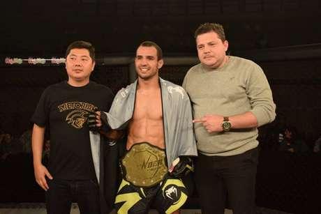 Flávio de Queiroz venceu Zé Reborn e se tornou o novo campeão do Thunder Fight (Foto: Divulgação/Thunder Fight)
