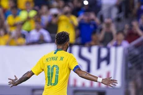 Neymar, atacante do Paris Saint-Germain, e agora capitão permanente da seleção brasileira, havia ficado de fora da lista dos dez melhores jogadores do mundo e não concorre ao principal prêmio individual