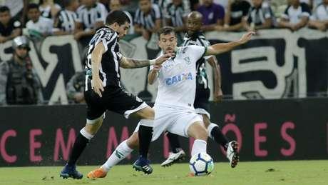 O Coelho faz uma campanha sólida no Brasileiro, enquanto o ~Vozão continua sua luta contra o Z4 -LC Moreira