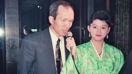 Park Chae-seo em um bar de karaoke em Pyongyang durante o período em que atuou disfarçado