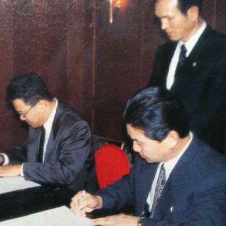 Park Chae-seo assiste à assinatura de um contrato de publicidade entre a Coreia do Norte e a Coreia do Sul