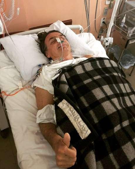 Jair Bolsonaro foi esfaqueado na última quinta-feira e segue na UTI do hospital Albert Einstein.
