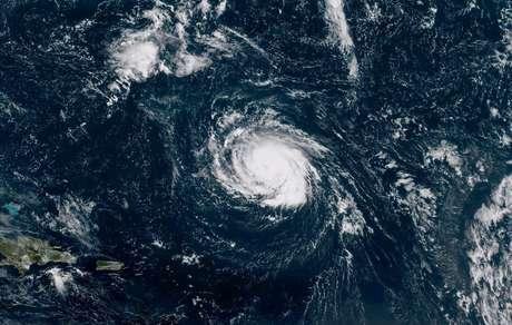 Furacão Florence é visto sobre o Oceano Atlântico  09/09/2018   NOAA NWS National Hurricane Center/Divulgação via REUTERS