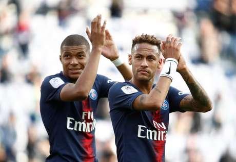Neymar e Kylian Mbappé em jogo do PSG contra o Angers  25/8/2018     REUTERS/Christian Hartmann