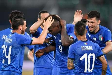 O retorno de Balotelli para a seleção italiana causou polêmica (Foto: Fabrice Coffrini / AFP)