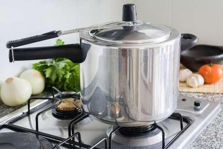 Panela de pressão no fogão