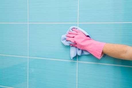 Use o preparado nos azulejos