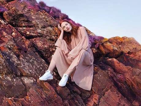 O novo Stan Smith traz a imagem da estilista Stella McCartney em um dos pés