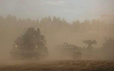Veículos militares russos durante apresentação nos arredores de Moscou 23/08/2018 REUTERS/Maxim Shemetov