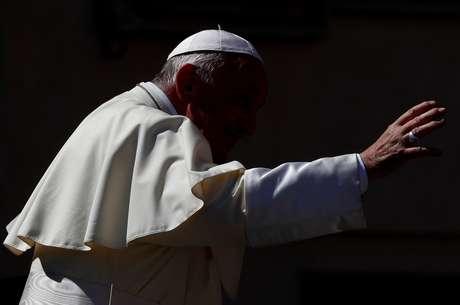 Papa acena a fiéis no Vaticano 5/9/2018 REUTERS/Max Rossi