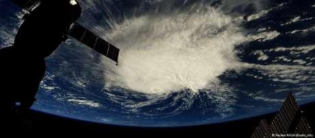 Furacão Florence deve atingir a costa leste dos EUA na quinta-feira