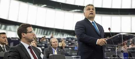 """Orbán: """"Hungria vai continuar defendendo suas fronteiras, vai barrar a imigração ilegal e defender seus direitos"""""""