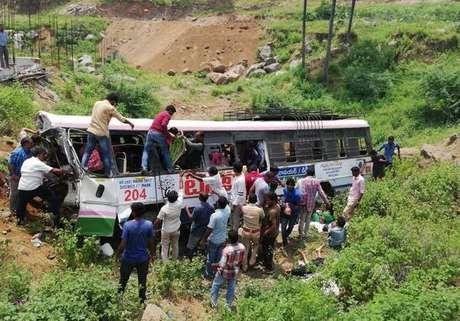 Acidente de ônibus na Índia deixa ao menos 45 mortos