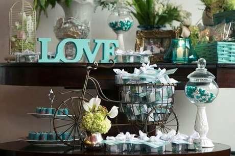 25- Suportes graciosos para as lembrancinhas decoram a mesa. Fonte: Lápis de Noiva