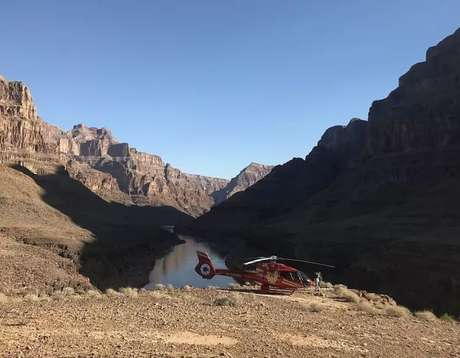 Tour de helicóptero leva ao Grand Canyon West
