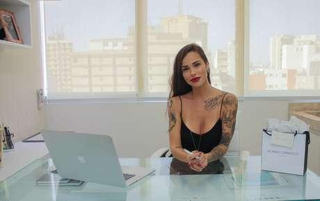 A tatuadora está no Instagram com os perfis @monikecarrasco e @estudiomonikecarrasco