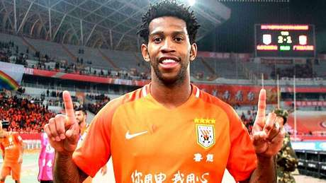 Gil defende o Shandong Luneng, da China