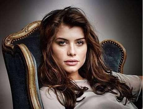 A atriz Alinne Moraes.