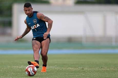 Léo Valencia em treino (Foto: Vitor Silva/SSPress/Botafogo)