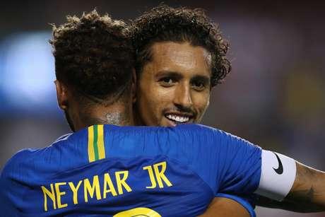 Marquinhos comemora com Neymar o seu gol, o quinto do Brasil (Foto: Lucas Figueiredo/CBF)